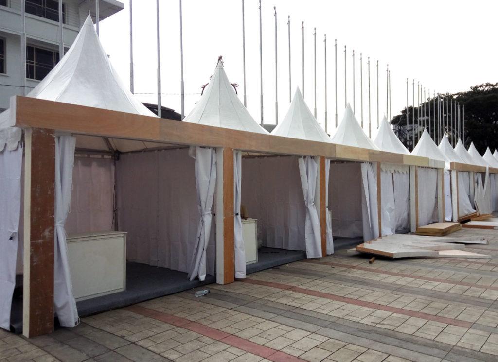Menyewakan Peralatan Dekorasi Tenda Sarnafil di Bali